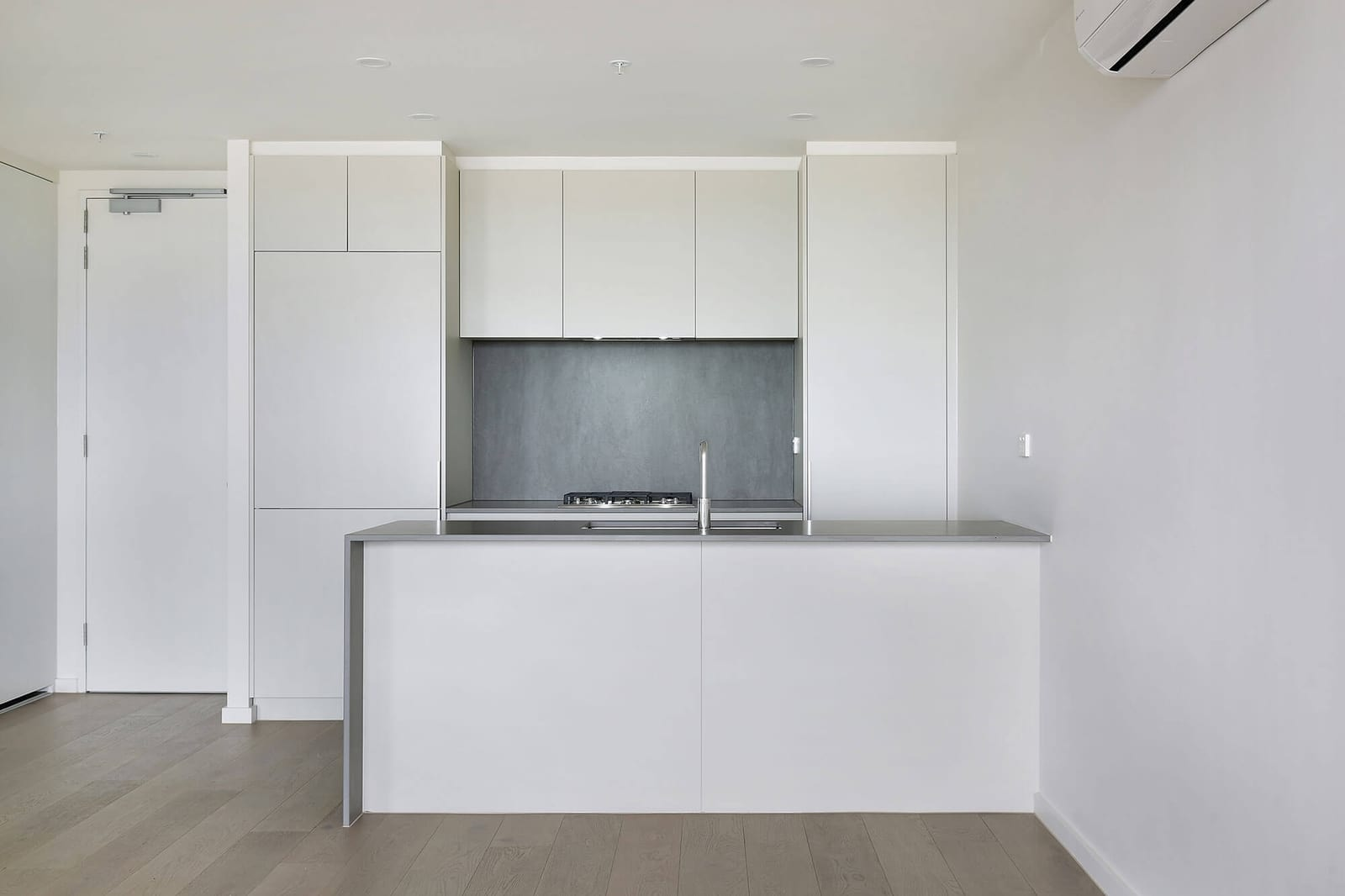 White kitchen with grey splashback